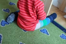 Sie das kind auf diesem stuhl! Warum Es Schadlich Ist Babys Zu Fruh Hinzusetzen