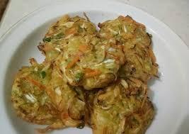Hidangannya cukup lengkap, mulai dari camilan hingga makan berat. 20 Resep Camilan Saat Musim Hujan Praktis Banget