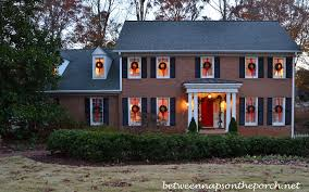 hang wreaths on exterior windows for 1