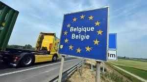Les voyages non-essentiels y étant interdits, puis-je transiter par la  Belgique?