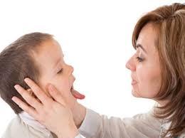 Những dấu hiệu bé bị viêm mũi họng 1