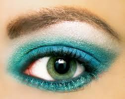 aqua eyeshadow with silver highlighter