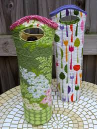 Single Quilted Wine Totes   PatternPile.com - sew, quilt, knit and ... & Single Quilted Wine Totes   PatternPile.com - sew, quilt, knit and crochet  fun gifts! Adamdwight.com