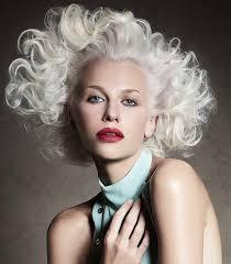 Platinová Blond Nejžádanější Blond Která Však Nesluší Každému