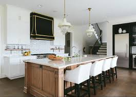 This kitchen proves that black, white, and natural wood are a match made in  heaven. We love this fresh take on a traditional kitchen.