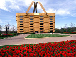 The weirdest building in America, a huge picnic basket, becomes basket case