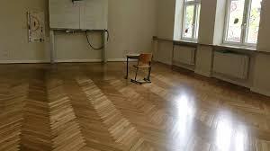 Bei der imprägnierung wird der saugfähige. Klassen Boden In Der Klever Grundschule Kommt Komplett Raus Nrz De