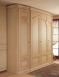 Kleiderschrank Mit Gekrümmten Seitentüren Für Klassische