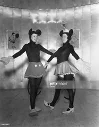 Actesses Hilda Knight and Evelyn Dall as Mickey and Minnie Mouse in a...    Top halloween costumes, Mickey and minnie costumes, Vintage halloween  costume