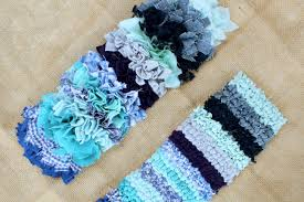 a range of diffe rag rug fabrics in the gy and loopy rag rugging techniques