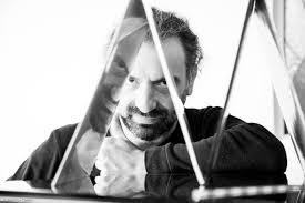Stefano Bollani | News | Musikalischer Reiseführer - Stefano Bollani zeigt  uns Neapel