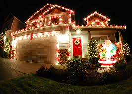 simple homes christmas decorated.