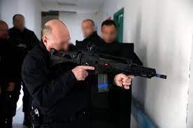 Les CRS en première ligne face aux attentats - Le Parisien