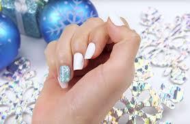 easy snowflake nails ibd