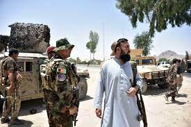 طالبان تقصف مطار قندهار والمعارك تتواصل مع القوات الأفغانية في هرات