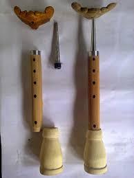Saksofon merupakan alat musik sejenis klarinet yang bentuknya lebih unik dan tebuat dari logam. Alat Musik Tradisional Jawa Timur Nama Gambar Penjelasan