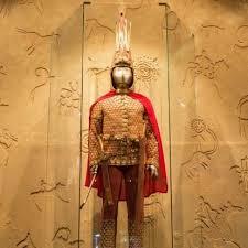 Altın Elbiseli Adam kimdir? Altın Elbiseli Adam'ın özelliği nedir?   Gündem  Haberleri