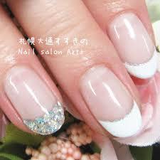 シンプルな輝き白とキラキラストーンフレンチ Nail Salon Azt
