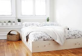 very simple diy bed frame of wood via themerrythought com