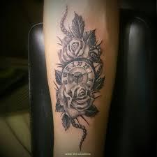 татуировка розы и часы работа выполнена одним сеансом эскиз