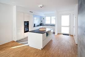 Moderne Küchen Mit Kochinsel Weiß