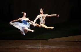 Risultati immagini per Immagini : teatro La Scala, Fracci e Nureyev il lago dei cigni