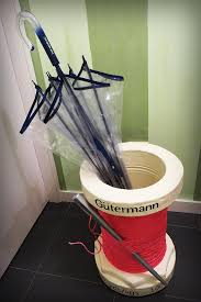 Gutermann Thread Display Stand Amazing Paragüero Con Forma De Carrete De Hilo Gütermann Escaparates