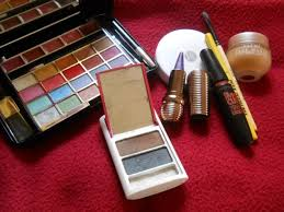 lakme pact powder 3 vov make up kit 4 maybelline colossal kajal 5 hypercurl mascara 6