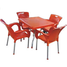 p l plastic round table and four plastic