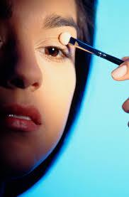 allergic reaction to eye makeup symptoms