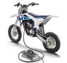 Fai felice il tuo bambino con le nostre maglie moto cross e non te ne. Husqvarna Ee 5 La Mini Motocross Elettrica Con Ricarica Rapida Prezzi Da 5 000 Euro Hdmotori It