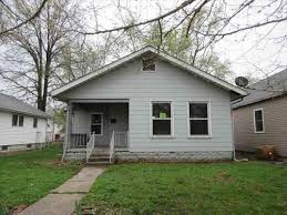 Foreclosure Home For Sale - 118 S 6th St, West Terre Haute, IN 47885