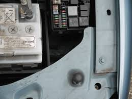 jaguar x type information bonnet hood cable replacement 2 on the bulkhead alongside the fuse box the bonnet release cable is clamped to the side a fixed clip rather than try to remove this clip it is best to