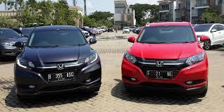 Honda HR-V warna abu abau dan merah