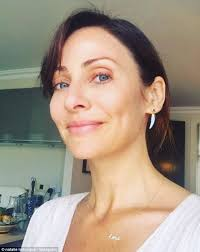 no makeup no worries australian singer songwriter natalie imbruglia appeared happier than ever