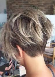 قصات شعر قصير مدرج تناسب إطلالتك في حر الصيف