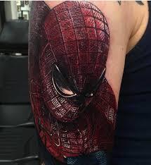 фото татуировки человека паука в стиле марвел на плече парня фото