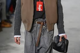 louis vuitton x supreme belt. louis vuitton x supreme fashion show belt l