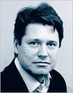 KPMGs revisor Johan Dyrefors levererade rena revisionsrapporter för HQ Bank, trots att Finansinspektionen gång på gång ställt allvarliga frågor om ... - 588504273