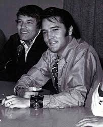 A great picture of Steve Binder and Elvis during the press ...