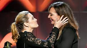 Kate Winslet, Allison Janney Kiss on ...