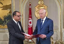 تعديل وزاري واسع يضع الحكومة التونسية في موقف هش