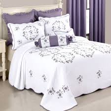 Gwen Embroidered Floral Quilted Bedspread &  Adamdwight.com