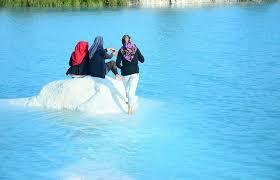 Hasil gambar untuk danau biru kalsel