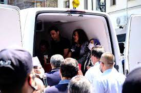 Şehit Emniyet Müdür Yardımcısı Hasan Cevher için polis lojmanı önünde  helallik a - İstanbul haber