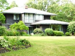 Frank Lloyd Wright-Inspired Prairie Style Home
