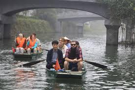 Kết quả hình ảnh cho Đạo diễn phim Kong cùng gia đình về thăm lại Ninh Bình