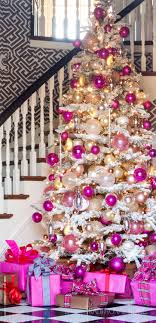 ... playing (and delighting!) with color comes second nature and the  holidays are no exception. In the graphic foyer of her Arkansas home, a  flocked tree ...