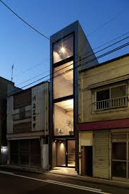 Into Thin Architecture: House Makes Most of Narrow Lot Through Great