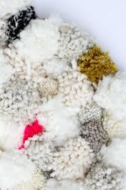 How to make a pom pom rug! This soft, scrumptiously squishy DIY pom pom